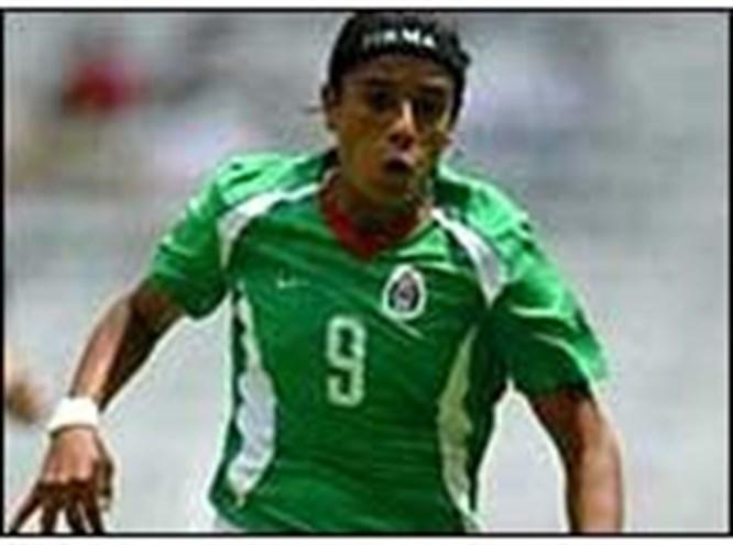 Erkek liginde kadın futbolcu